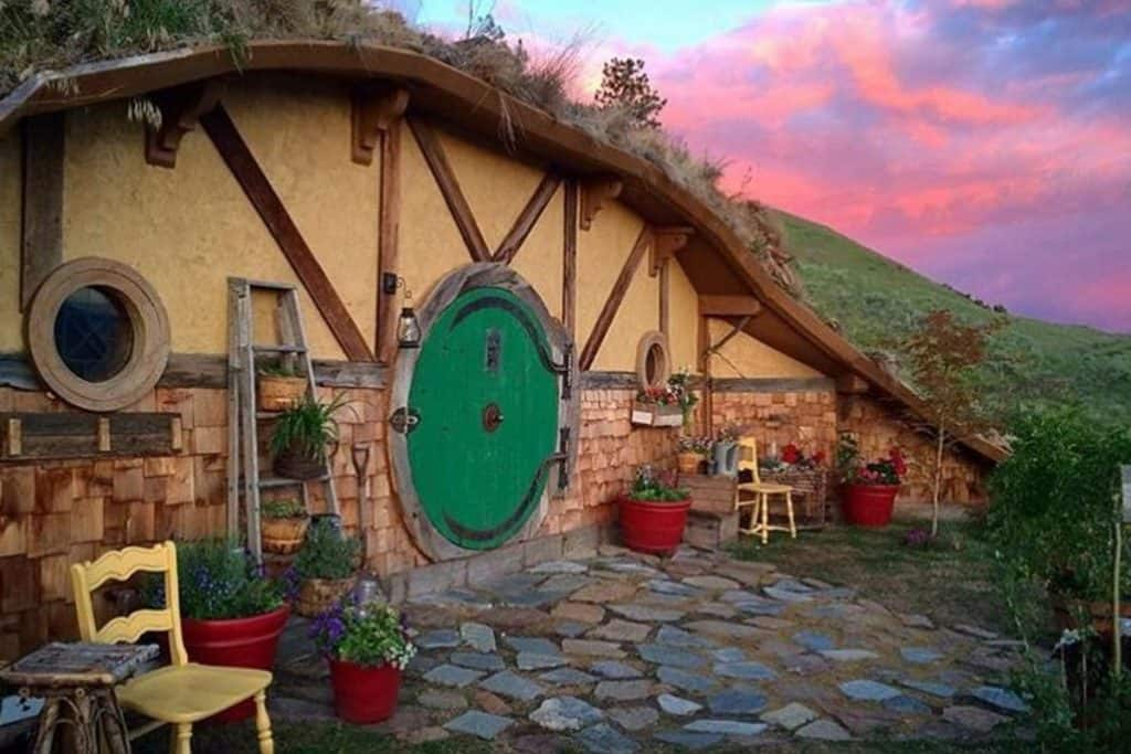 Hobbit House Glamping in Washington