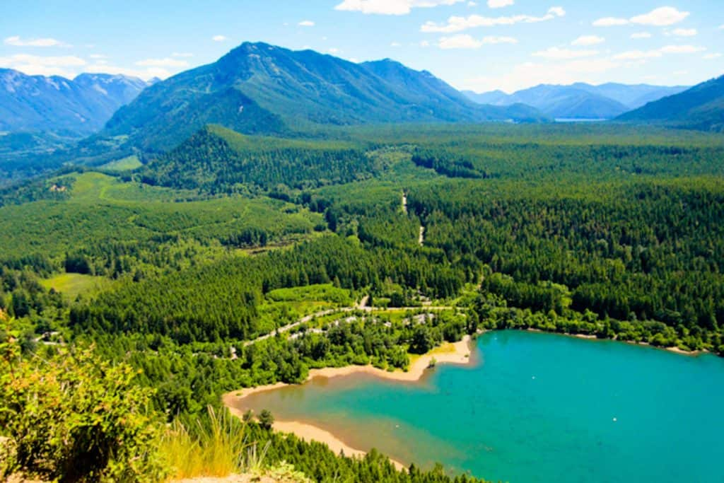 View of a lake from Rattlesnake Ledge