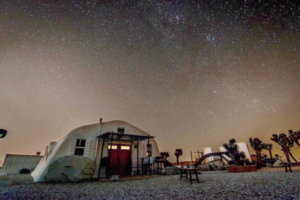 Moon Camp: an off-Grid Joshua Tree Glamping Retreat view of building at night with stars