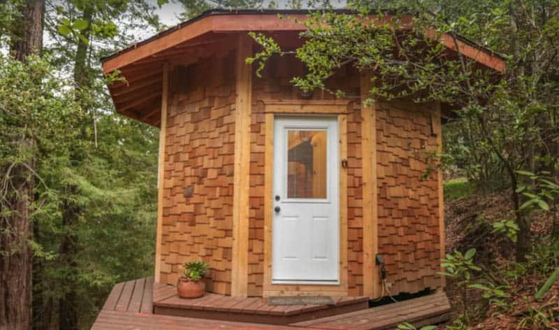 Circular Storybook Cedar Treehouse, California glamping