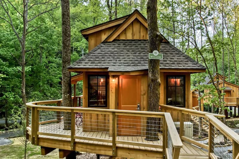 The Willow Treehouse Rental in Tennessee